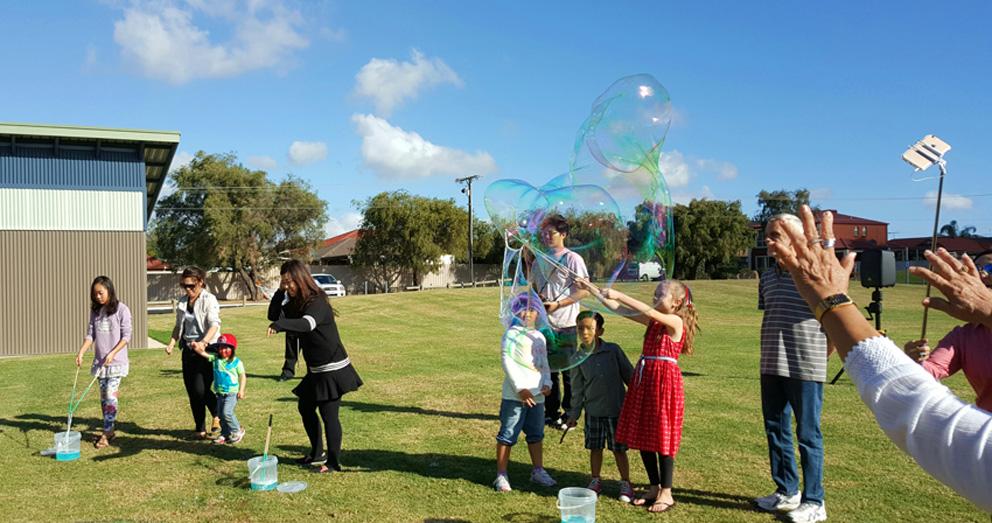 Bubble Man Adelaide kids party entertainment