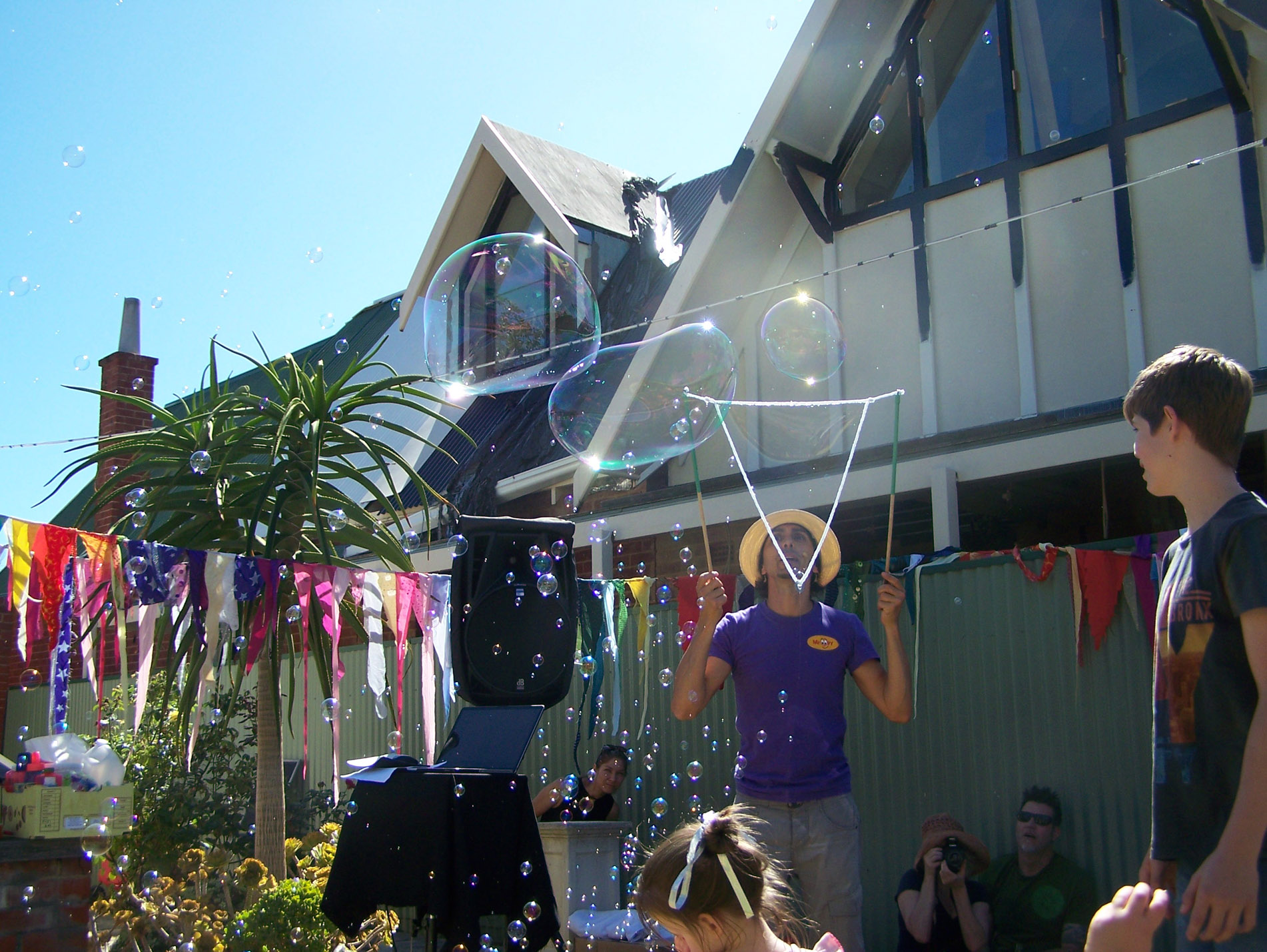Kids party entertainer adelaide