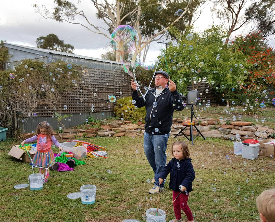 The Adelaide Bubble Man Gazillion Bubbles Birthday Party Mr - Children's birthday parties adelaide