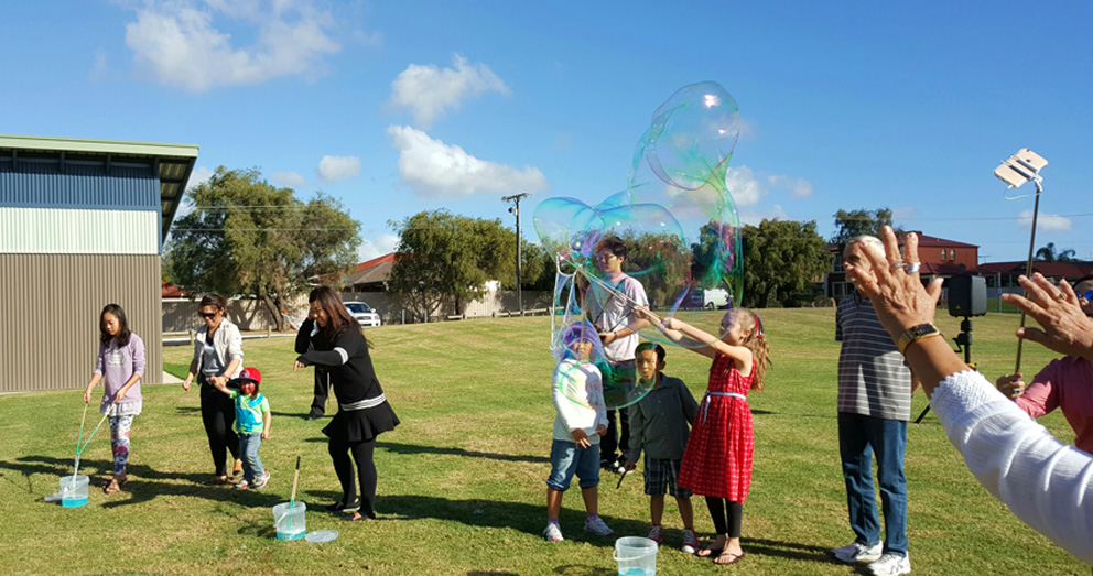 Bubble Man Adelaide kids party entertainment